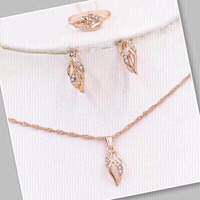 Used ‏Rose gold color ‏jewelry set in Dubai, UAE
