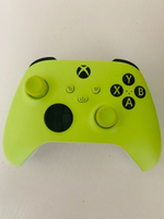 Used Xbox controller and charging kit in Dubai, UAE