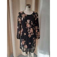 Used NEW COLLECTION flora dress (M) in Dubai, UAE