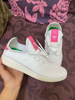 Used Adidas pinky shoes in Dubai, UAE