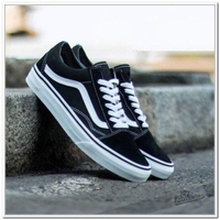 Used VANS black/white size 44,(39-45) in Dubai, UAE