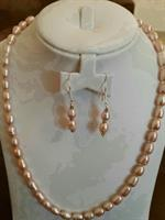 Used Pearl Silver Necklace & Earings. in Dubai, UAE