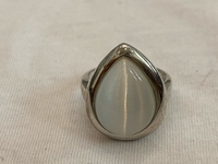 Used White cats eyes 925 silver ring  in Dubai, UAE