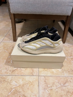 Used YEEZY 700 V3 size 41 1/3 (more fits 40) in Dubai, UAE