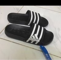 Used Adidas slippers 44, (sizes 40-45) in Dubai, UAE