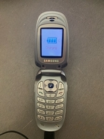 Used Samsung flip phone in Dubai, UAE