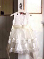 Used White lace net gown wth floral lace✨👧👇 in Dubai, UAE