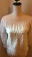 Used White blouse S in Dubai, UAE