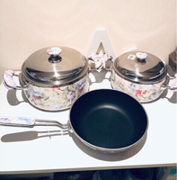 Used Enamel Cooking pots set of 3 new in Dubai, UAE