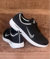 Used Nike sneakers knitted size 42 new in Dubai, UAE