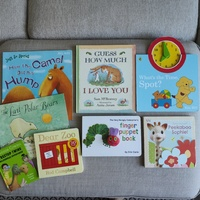 Used Children's Books 8pcs in Dubai, UAE