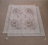 Used 2 X table cloth with 1 free ( new) in Dubai, UAE