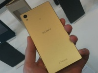 Used SONY Z5. GOLD. ORGINAL like NEW in Dubai, UAE