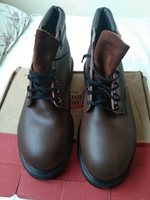 Used red wing oil resistance safety shoe in Dubai, UAE