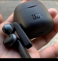 Used JBL TUNE220 AIRPODS  QUICK BUY GUYS💫💫 in Dubai, UAE