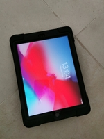 Used iPad 2018 6th generation space grey 32GB in Dubai, UAE