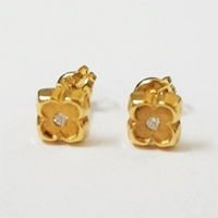 Used 18k Solid Gold Flower with CZ Earrings in Dubai, UAE