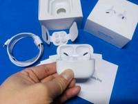 Used Airpods pro white get now ✔✔✔ in Dubai, UAE