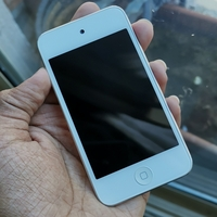 Used Apple iPod Touch 4th Gen With Camera in Dubai, UAE