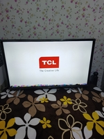 Used Tcl smart led tv 32 inch with remote. in Dubai, UAE