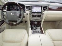 Used 2015 Lexus LX 570 GCC Spec $9000  in Dubai, UAE