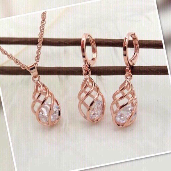 Used ‏Rose Gold Color Jewelry Set For Her🌹 in Dubai, UAE