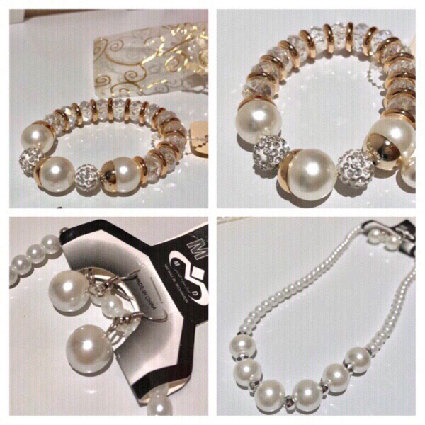 Used Fashion pearls bracelet & free set in Dubai, UAE