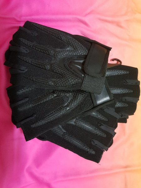 Used Cycling gloves 1 pair in Dubai, UAE