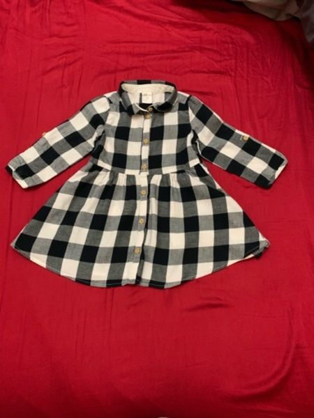 Used 7 pieces Preloved outfits 12-18 months in Dubai, UAE