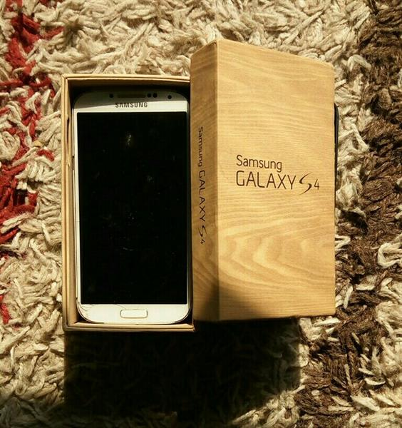 Used Galaxy S4 With Cases And Box in Dubai, UAE