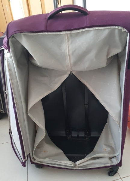 Used Big size Giordano bag w damages in Dubai, UAE
