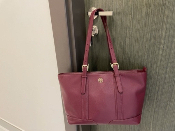 Used Tory Burch burgundy tote in 70%off ‼️ in Dubai, UAE