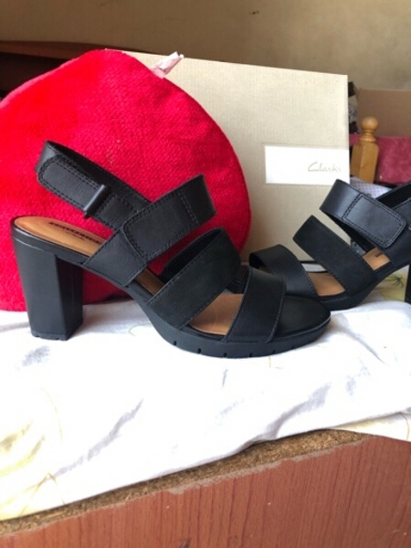 Used New CLARKS KURTLEY SHELL WOMEN'S SANDALS in Dubai, UAE