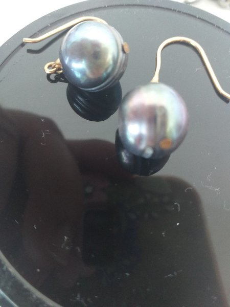 Used South sea Pearl's with 18kt genuine gold in Dubai, UAE