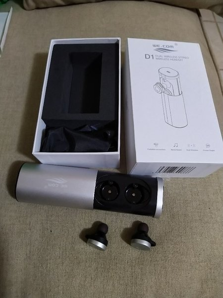 Used Brand new wireless headset silver color. in Dubai, UAE