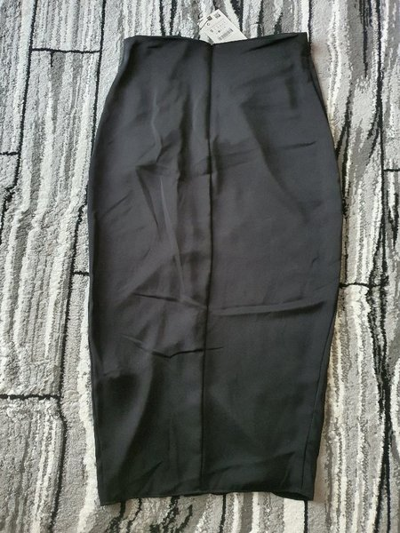 Used Zara skirt size Small in Dubai, UAE