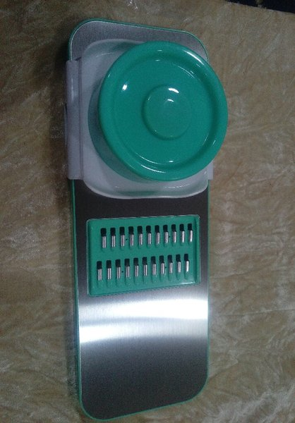 Used 3in1stainless steel vegetable cutter new in Dubai, UAE