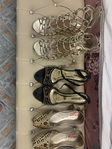 Used 5 pairs of ladies shoes with boxes,s41 in Dubai, UAE