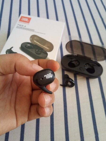 Used JBL wireless Hadset master copy. in Dubai, UAE