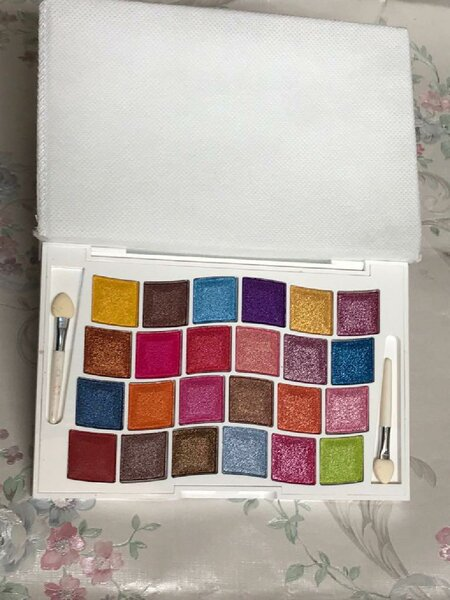 Used Eyeshadow palette in Dubai, UAE