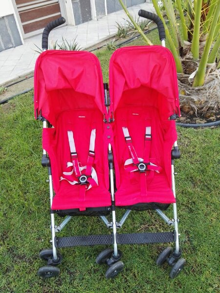 Used Maclaren twin trumph stroller excellent in Dubai, UAE