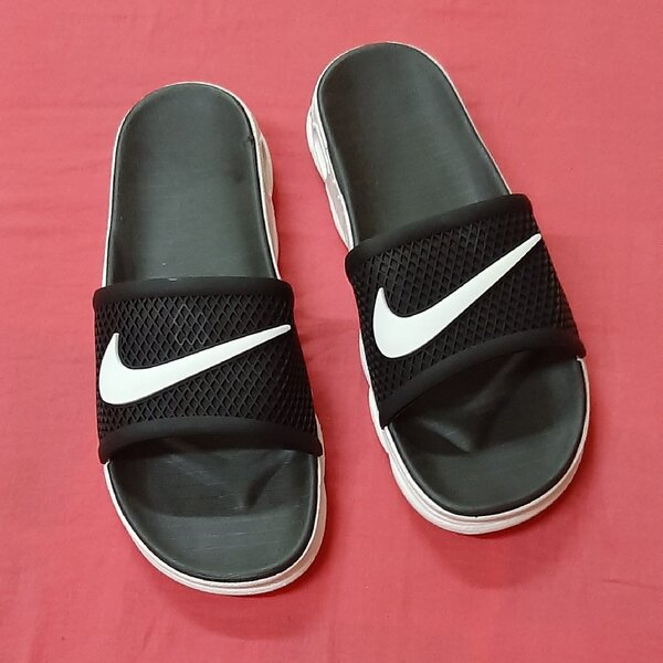 Used Nike slippers, 43 size! in Dubai, UAE