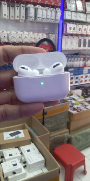 Used Apple Airpods PRO Master copy white in Dubai, UAE