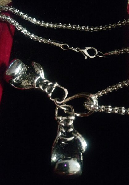 Used Boxing glove necklace black for him new in Dubai, UAE