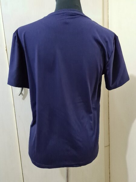 Used Burberry of London dark blue tshirt XL in Dubai, UAE
