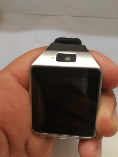 Used Smart watch with cam in Dubai, UAE