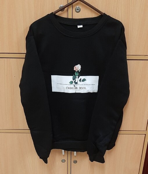 Used Black coloured sweat shirt, unisex ! in Dubai, UAE
