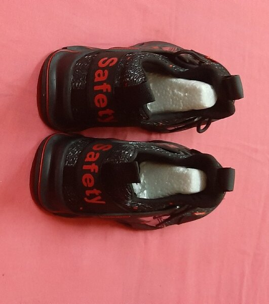 Used 46 size, safety shoes for him ! in Dubai, UAE