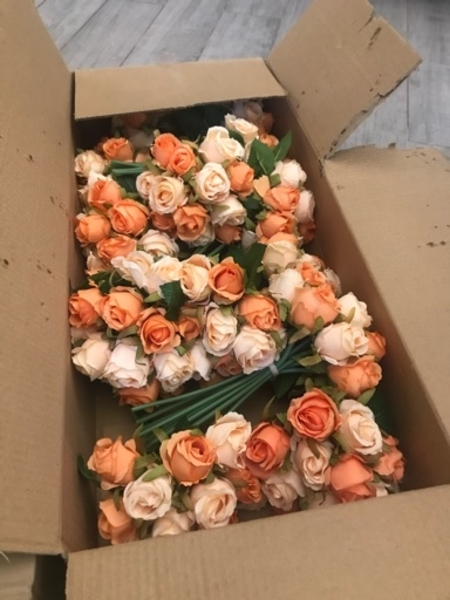 Used 2 boxes of artificial flowers NEW in Dubai, UAE