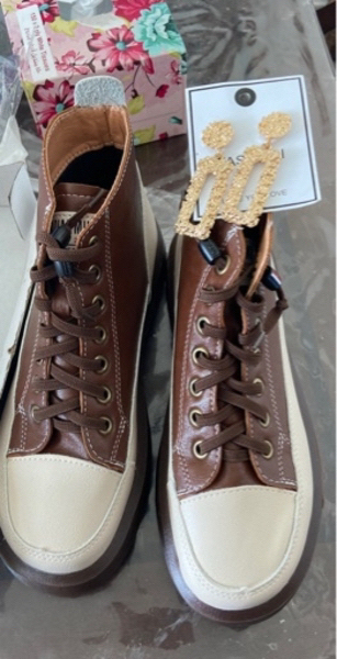 Used Shoes size 39 with free earrings in Dubai, UAE